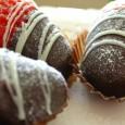 Erdbeeren mit Schokolade sind ein fruchtig-schokoladiger Genuss und ein ausgezeichnetes, selbst gemachtes Mitbringsel ...